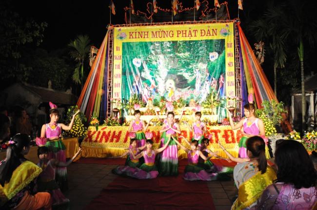 Hà Nội: Chùa Cự Đà tổ chức lễ rước Phật đầu tiên mùa Phật đản PL2556
